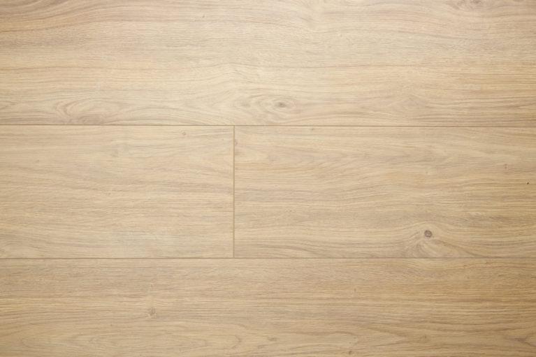 De Big Life Toskanian Oak is een mooie brede laminaatvloer met een natuurlijke uitstraling. Door de brede plank en de warme kleur lijkt dit laminaat op een echte houtenvloer.