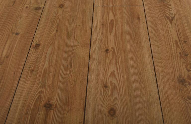 De Kronotex Exquisit Natural Pine is een warme laminaat vloer met een grenen motief. Dit exclusieve laminaat creëert een luxe uitstraling.