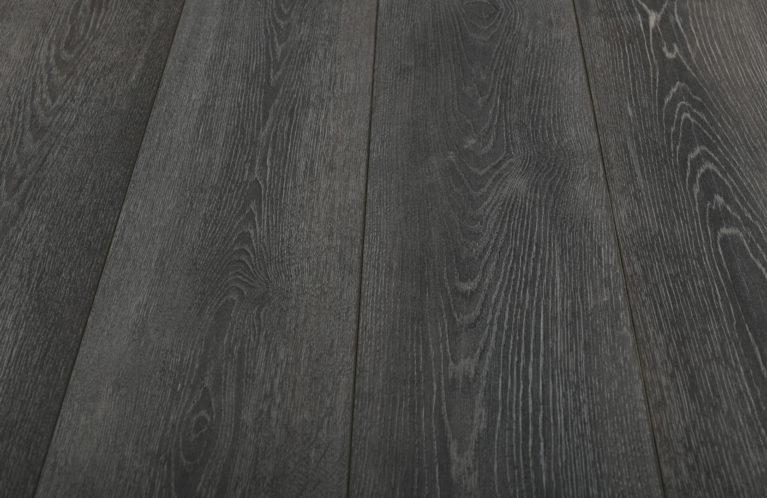 De Kronotex Exquisit Stirling Oak is een moderne laminaat vloer met een eiken motief. Dit exclusieve laminaat creëert een luxe uitstraling.
