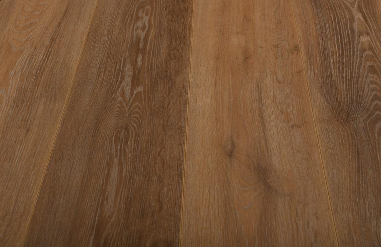 De Kronotex Exquisit Stirling Oak Medium is een moderne laminaat vloer met een eiken motief. Dit exclusieve laminaat creëert een luxe uitstraling.