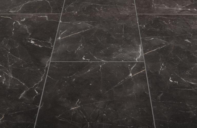 De Falquon Stone Botticino Dark is een moderne laminaat vloer met een tegel motief. Dit exclusieve laminaat creëert een luxe uitstraling.