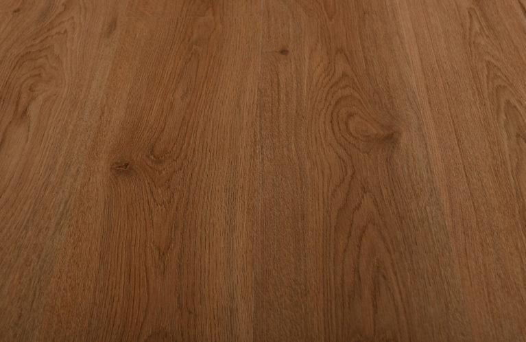 De Kronotex Nature Oak is een moderne laminaat vloer met een eiken motief. Dit exclusieve laminaat creëert een luxe uitstraling.