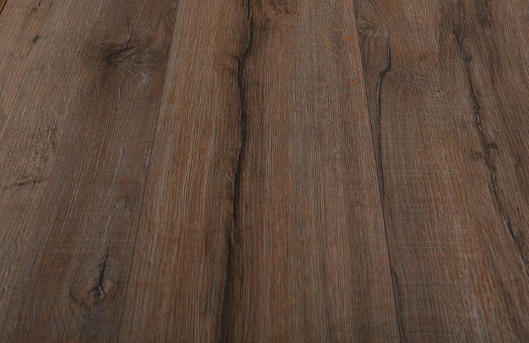 De Kronotex Elegance Rift Oak is een moderne laminaat vloer met een eiken motief. Dit exclusieve laminaat creëert een luxe uitstraling.