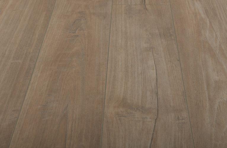 De Kronotex Exquisit Nostalgie Teak Beige is een moderne laminaat vloer met een eiken motief. Dit exclusieve laminaat creëert een luxe uitstraling.