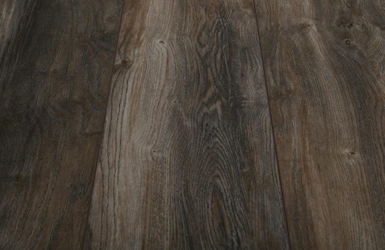 De Kronotex Exquisit plus Harbour Oak Grey is een moderne laminaat vloer met een eiken motief. Dit exclusieve laminaat creëert een luxe uitstraling.