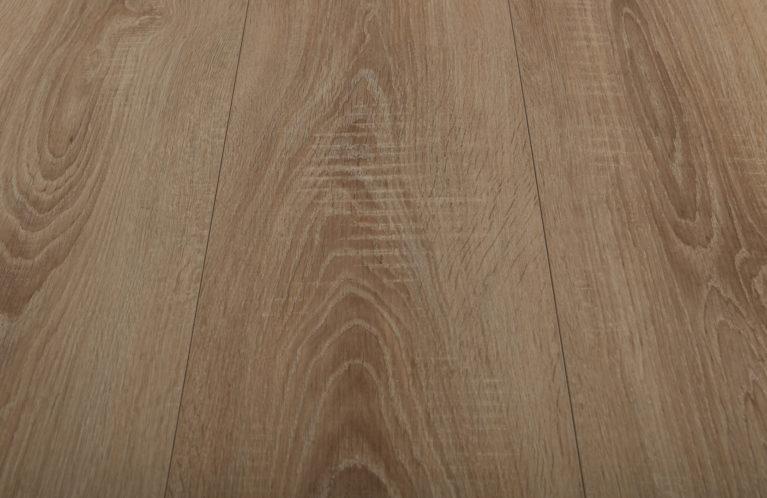 De Kronotex Exquisit plus Village Oak is een moderne laminaat vloer met een eiken motief. Dit exclusieve laminaat creëert een luxe uitstraling.