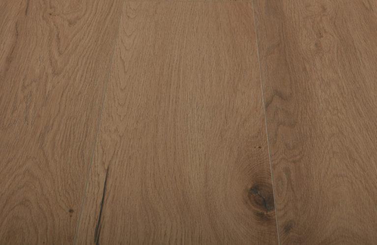 De Krono Original Twist Wide Full Oak is een moderne laminaat vloer met een eiken motief. Dit exclusieve laminaat creëert een luxe uitstraling.