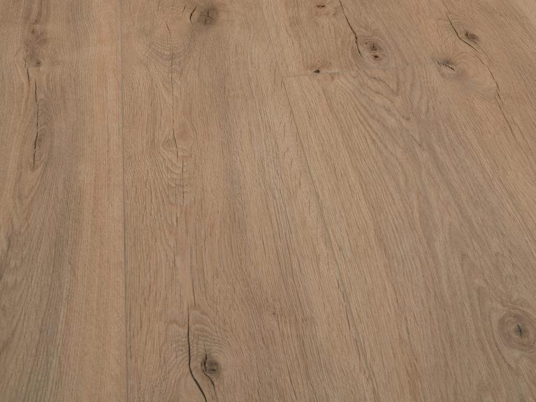 De Egger Murom Beige Eiken is een moderne laminaat vloer met een eiken motief. Dit exclusieve laminaat creëert een luxe uitstraling.