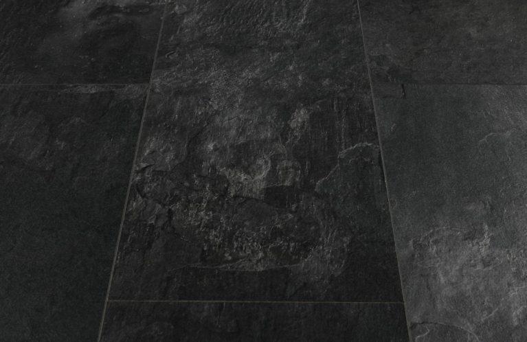 De Visio Grande Oiled Slate is een moderne laminaat vloer met een tegel motief. Dit exclusieve laminaat creëert een luxe uitstraling.