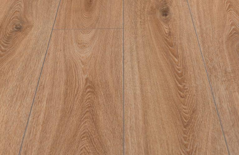De Kronotex Exquisit Prestige Oak Nature is een warme laminaat vloer met een eiken motief. Dit exclusieve laminaat creëert een luxe uitstraling.